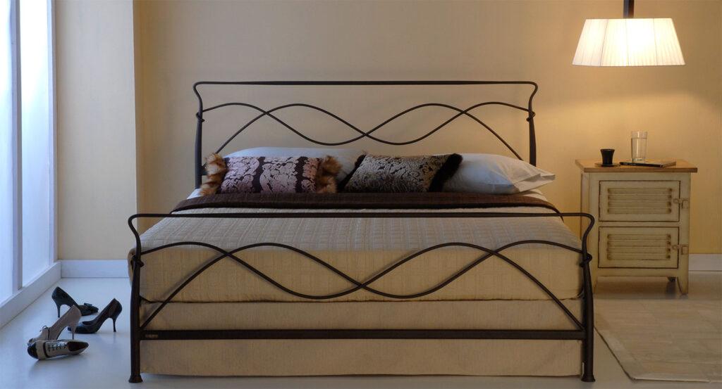 Wrought iron bed AVRA 01