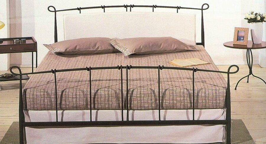 σιδερένιο κρεβάτι άσπρο