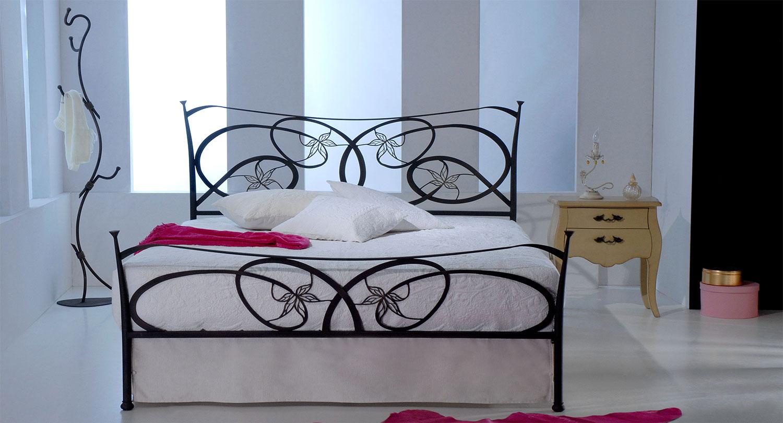 Κλασσικό σιδερένιο κρεβάτι