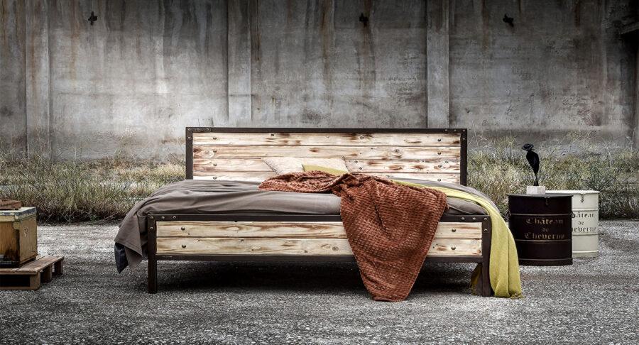 Μεταλλικό κρεβάτι με ξύλο