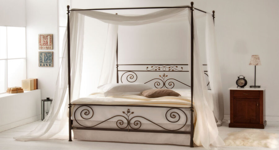 μεταλλικό κρεβάτι με ουρανό