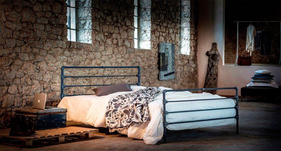 Black metal pipe bed ROXANI 02