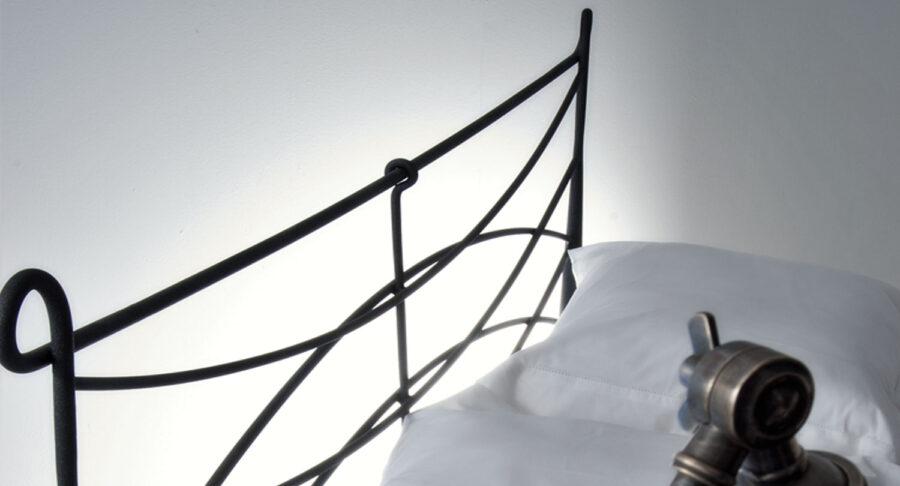 χειροποίητο κρεβάτι μεταλλικό με αποθηκευτικό χώρο