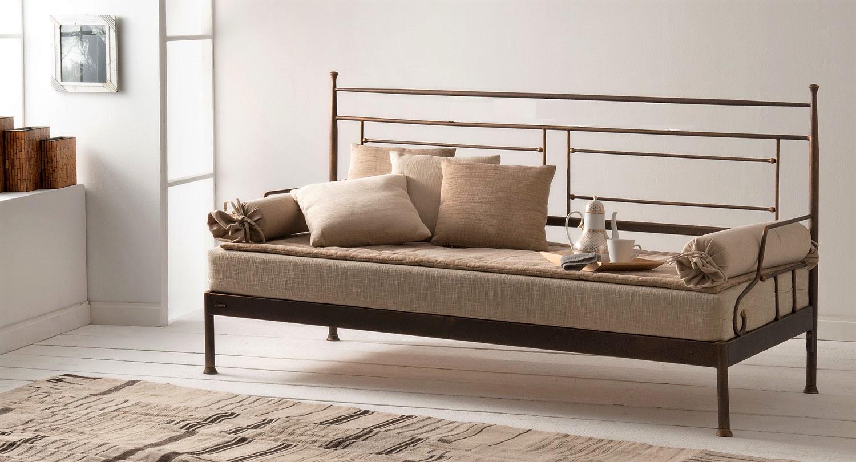 Μεταλλικός καναπές